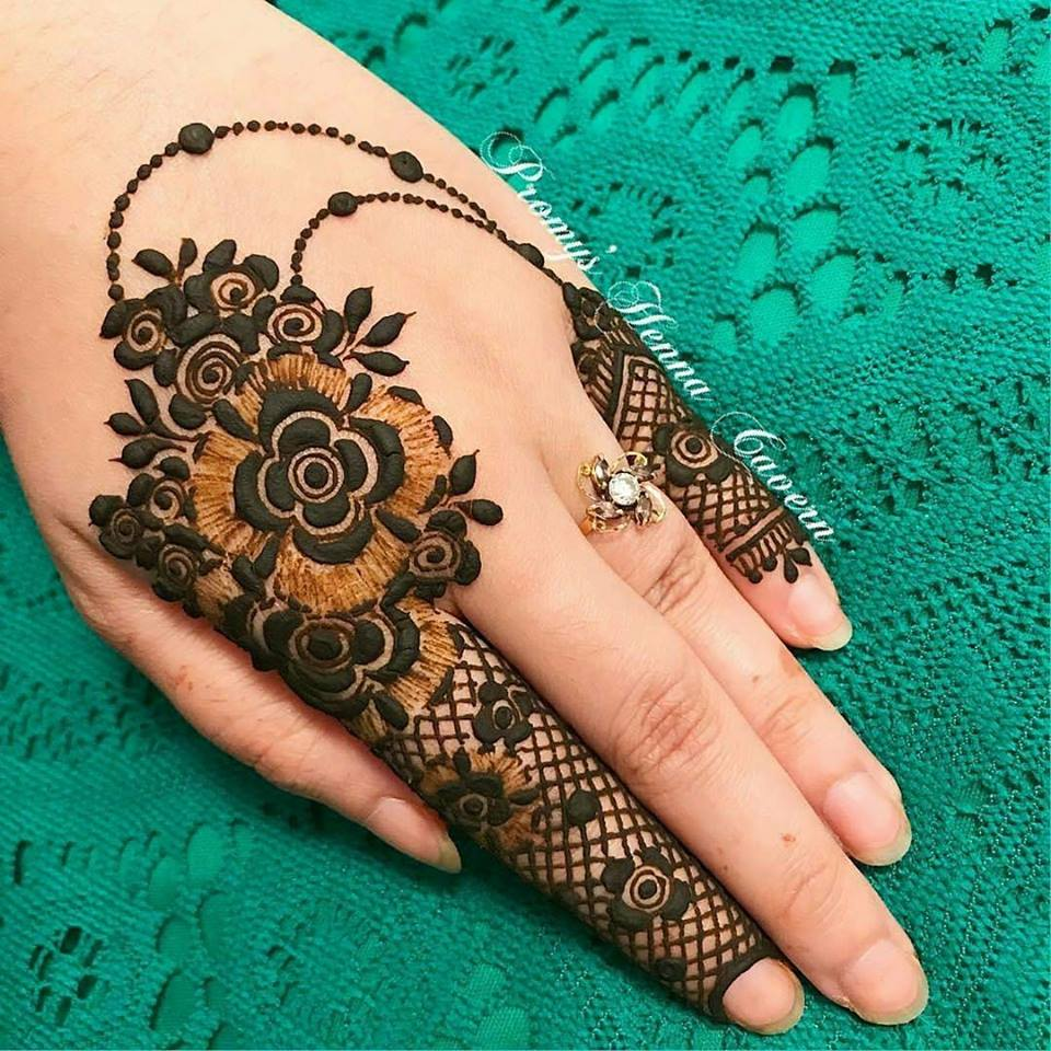 Mehndi For Right Hand Back Side : Best hand back side mehndi design fashion beauty