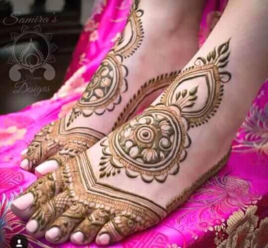 Hand bracelet mehndi design