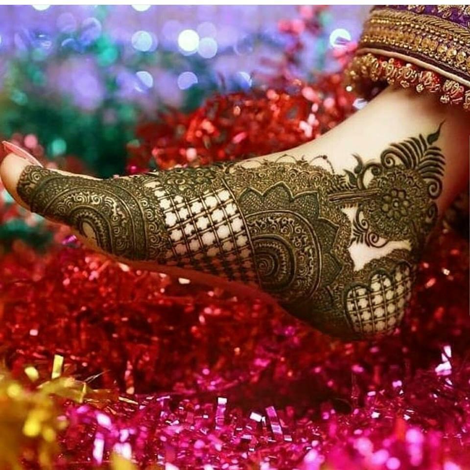 Easy Beautiful Foot Mehndi Design